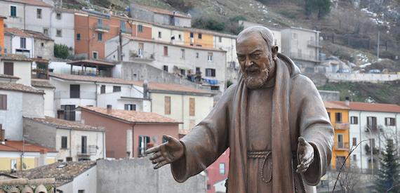 statua sommersa Padre Pio